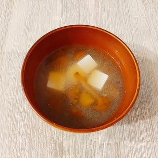 朝食の定番☆なめこと絹ごし豆腐のお味噌汁