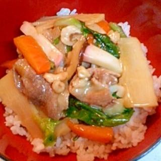 キャベツと豚こまの中華丼