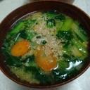 小松菜と人参、エノキのカラフル味噌汁