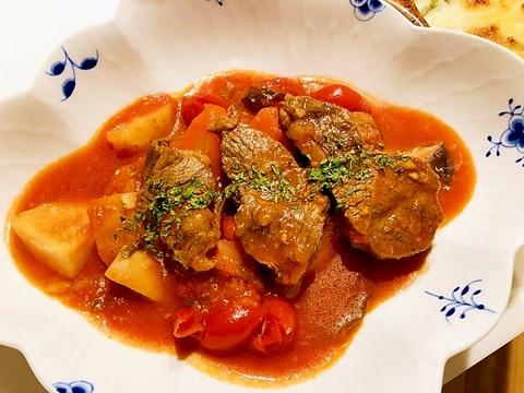牛肉とごろごろ野菜のトマト煮込み