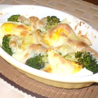 ブロッコリーと卵と鶏のマヨチーズ焼き