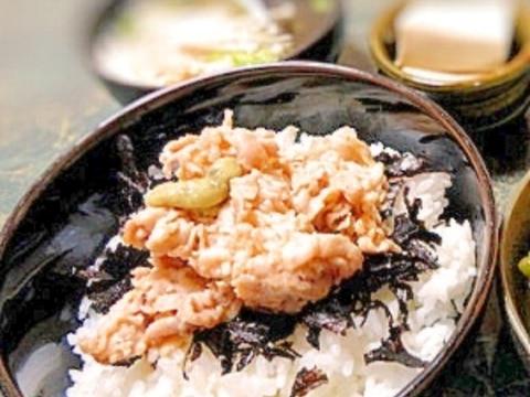 簡単☆焼肉のタレで豚わさ丼