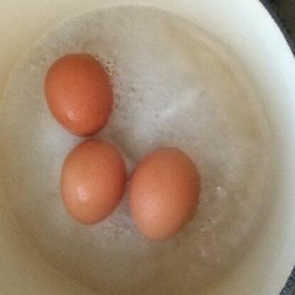 失敗したー(泣) 敗因は冷蔵庫から出してすぐの卵、5分放置後すぐに殻を剥いたことと分かっているのでリベンジします。