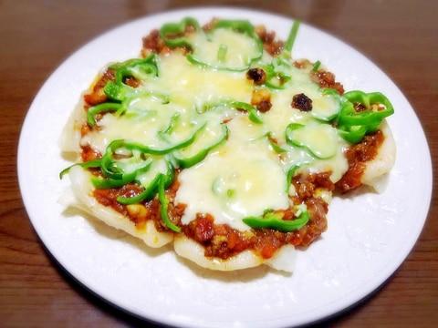 チリコンカン風カレーで♪ 餅ピザ☆