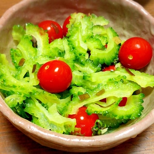 夏にぴったり♡ゴーヤとトマトの浅漬け