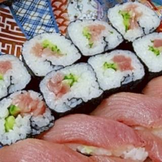寿司と言えばマグロ! 「鉄火中巻き&にぎり」