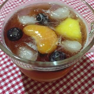お好みの冷凍フルーツ入りレモンティーソーダ♡