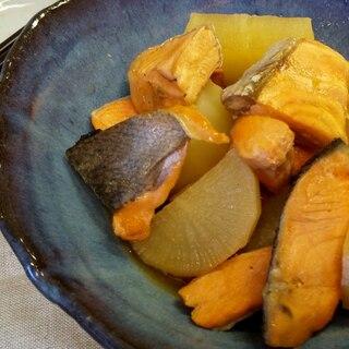 寒い日にぴったり♪鮭と大根のヘルシー煮物