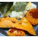 焼き鮭とコロッケでお弁当風一人ランチ