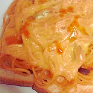 茄子スパゲティのせチーズトースト