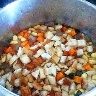 まとめて作って冷凍保存!ふっくらおいしい五目豆