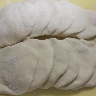 簡単♪薄力粉とお湯で手作り餃子の皮☆