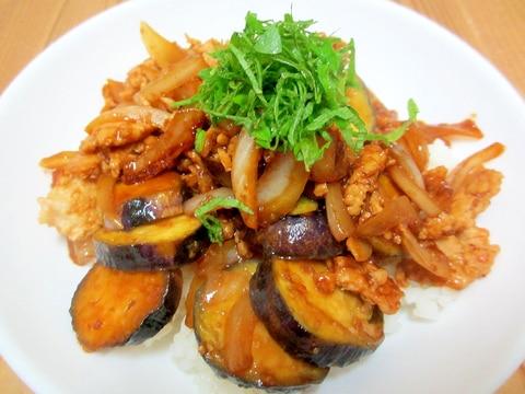 ひき肉となすの味噌マヨ炒め丼