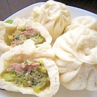 セロリ入り肉まん(猪肉芹菜包子)