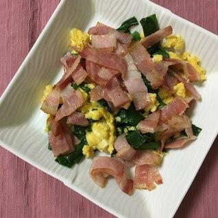 ニラと卵とベーコンの炒め