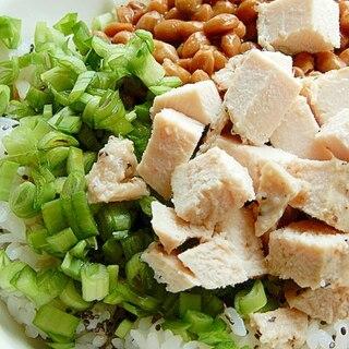 栄養を加えたニラ納豆ご飯❤タレ倍で(サラダチキン)
