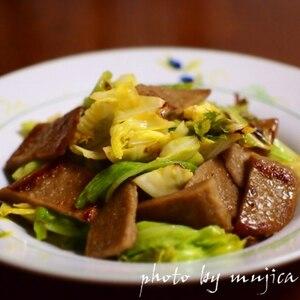 ハンペンとキャベツの麺つゆ炒め