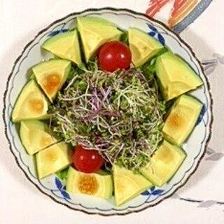 アボガドを入れて、サラノバレタス のサラダ