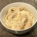鶏がらスープの素で温かいひやむぎ〜水餃子のせ〜