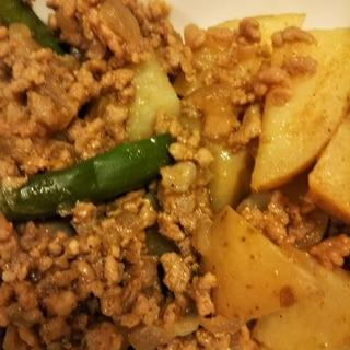 新じゃがとアスパラと豚挽肉のカレー粉炒め