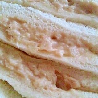 ツナと玉ねぎのサンドイッチ