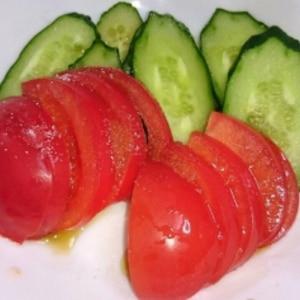 簡単美味しいトマトのサラダ♪