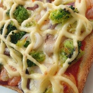 簡単!ブロッコリーとシーフードのピザトースト