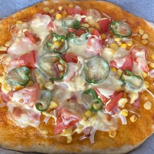 トマトとピーマンのピザ