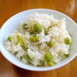 シンプルに塩だけ♪簡単!美味しいグリンピースご飯♪