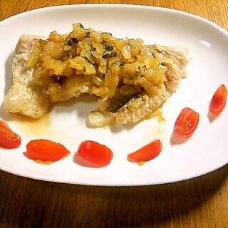 白身魚の玉ねぎと大葉ソースがけ