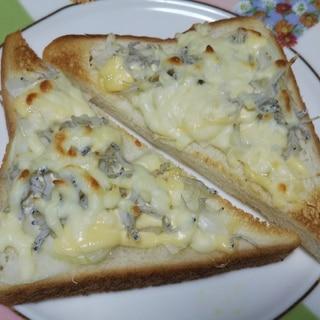 しらすと新玉ねぎとチーズのトースト☆