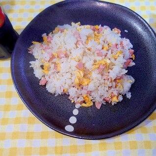 子供の頃ばーちゃんがよく作ってくれたビンボー焼き飯