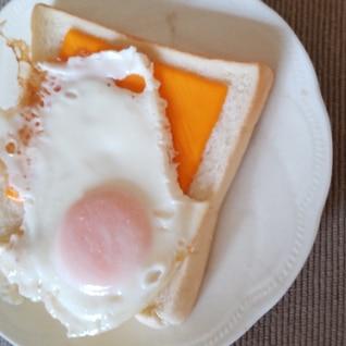 目玉焼きチェダーチーズトースト