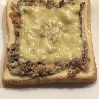 簡単*サバ缶の梅マヨチーズトースト
