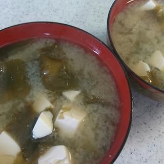 茎わかめと豆腐の味噌汁