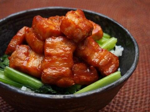 豚バラかたまり肉で作る食べ応え抜群!ピリ辛豚丼