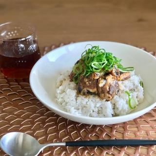 ひと手間で絶品!ご飯がすすむ甘辛いわしの水煮丼