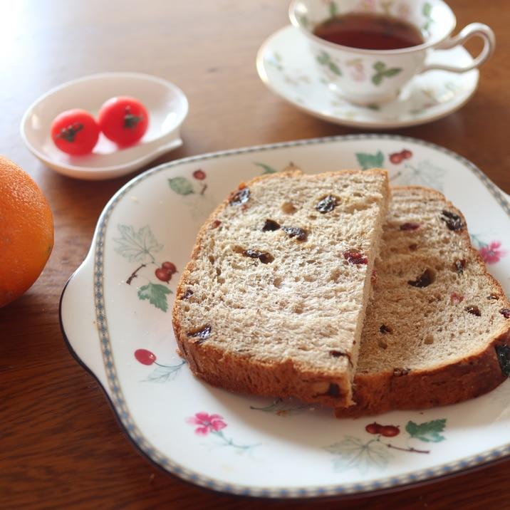 紅茶とバラの食パン レーズン&クランベリー入り