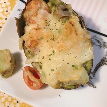 初めてアボカドの加熱料理を作りましたが、感動的な美味しさでした!簡単なのにおしゃれ。ちょっと一品増やしたい時に良いですね。また食べたいです。