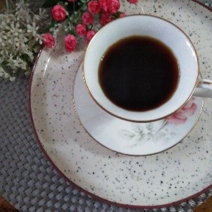 おはよー♪ 寒くなってきたのでゆっくりコーヒーをおとして、飲む至福のひととき嬉しいです❤️やっぱりインスタントとは違う美味しさですね~♪