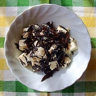 1人分ひじきと豆腐のサラダ