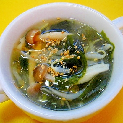 もやしとしめじワカメの中華スープ