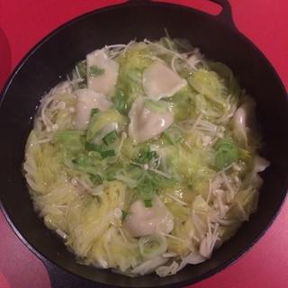 冷凍餃子で!キャベツと餃子のスープ