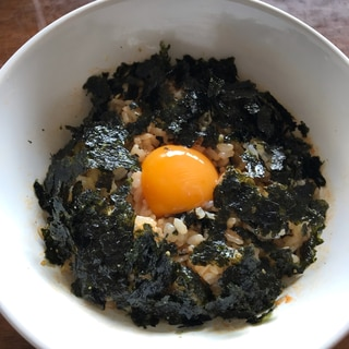 生卵と韓国海苔のピリ辛ご飯