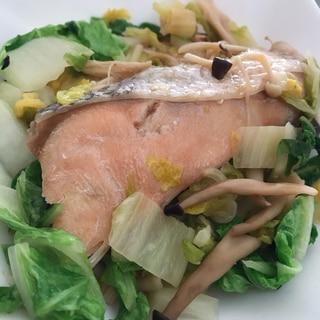 白菜と2種のきのこと秋鮭のフライパン蒸し