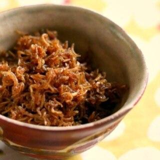 白いご飯に、しらすと生姜の佃煮
