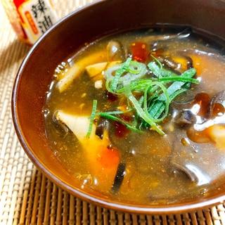 ピリ辛あったまる♪もずくと豆腐のヘルシー酸辣湯