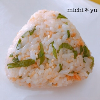 【脳活レシピ 】鮭フレークバター×大葉のおにぎり