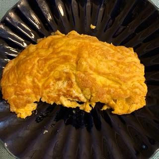 おつまみにぴったり!炒りごま・チーズ入りオムレツ