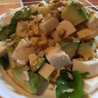 ナッツとチーズでおつまみ風なアボカドサラダ